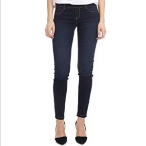 Suko dark wash 14 skinny pull onJeans